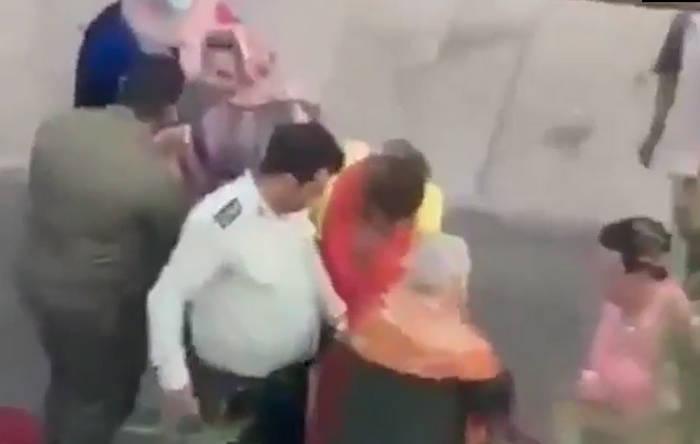 برخورد خشن و اسلحهکشی پلیس ایران روی یک شهروند بی گناه، فقط به خاطر داشتن سگ